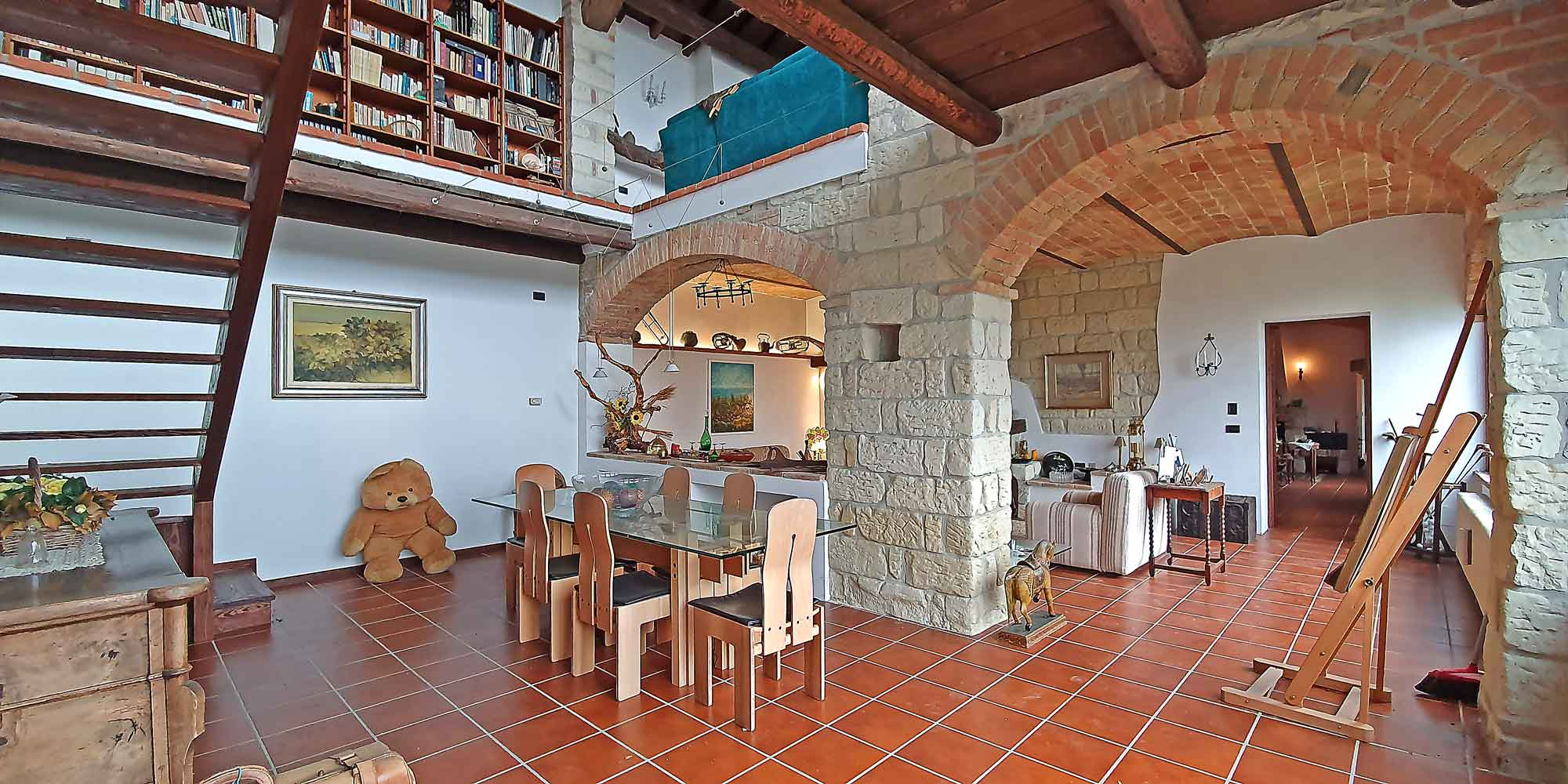 # 1379 Beautiful renovated farmhouse