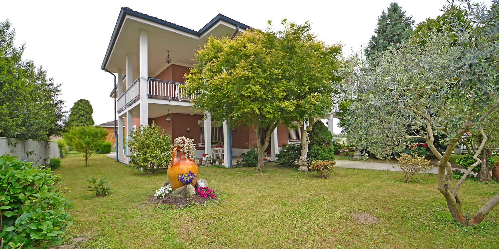 #1553 Detached house with garden