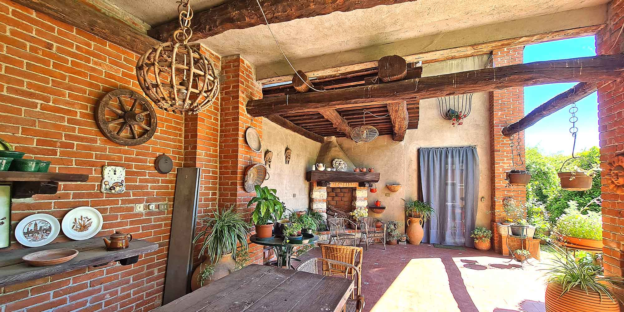 #1555 Semi-detached house with garden